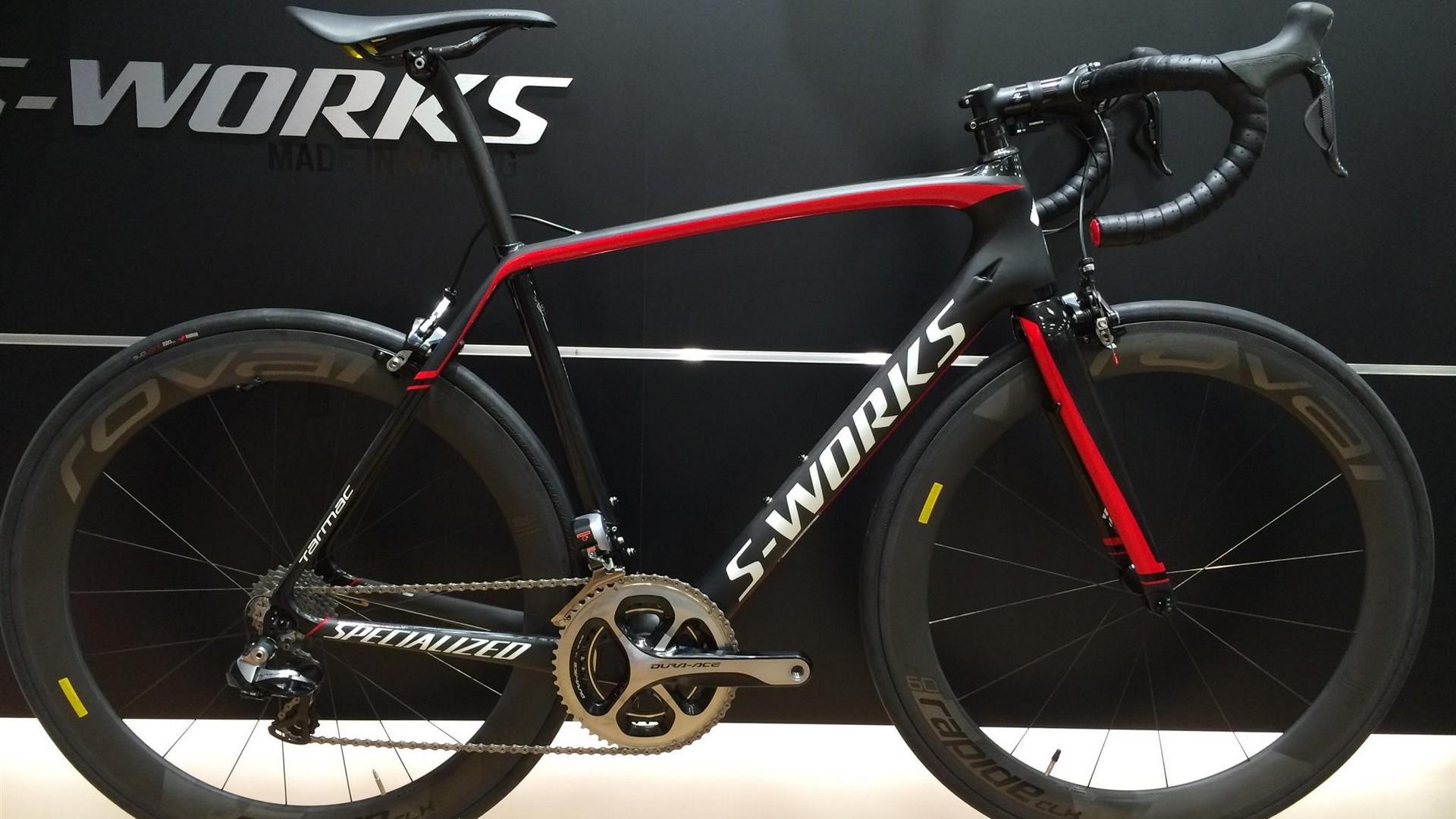 boy_cycle_vélo_noir_rouge_slide-1